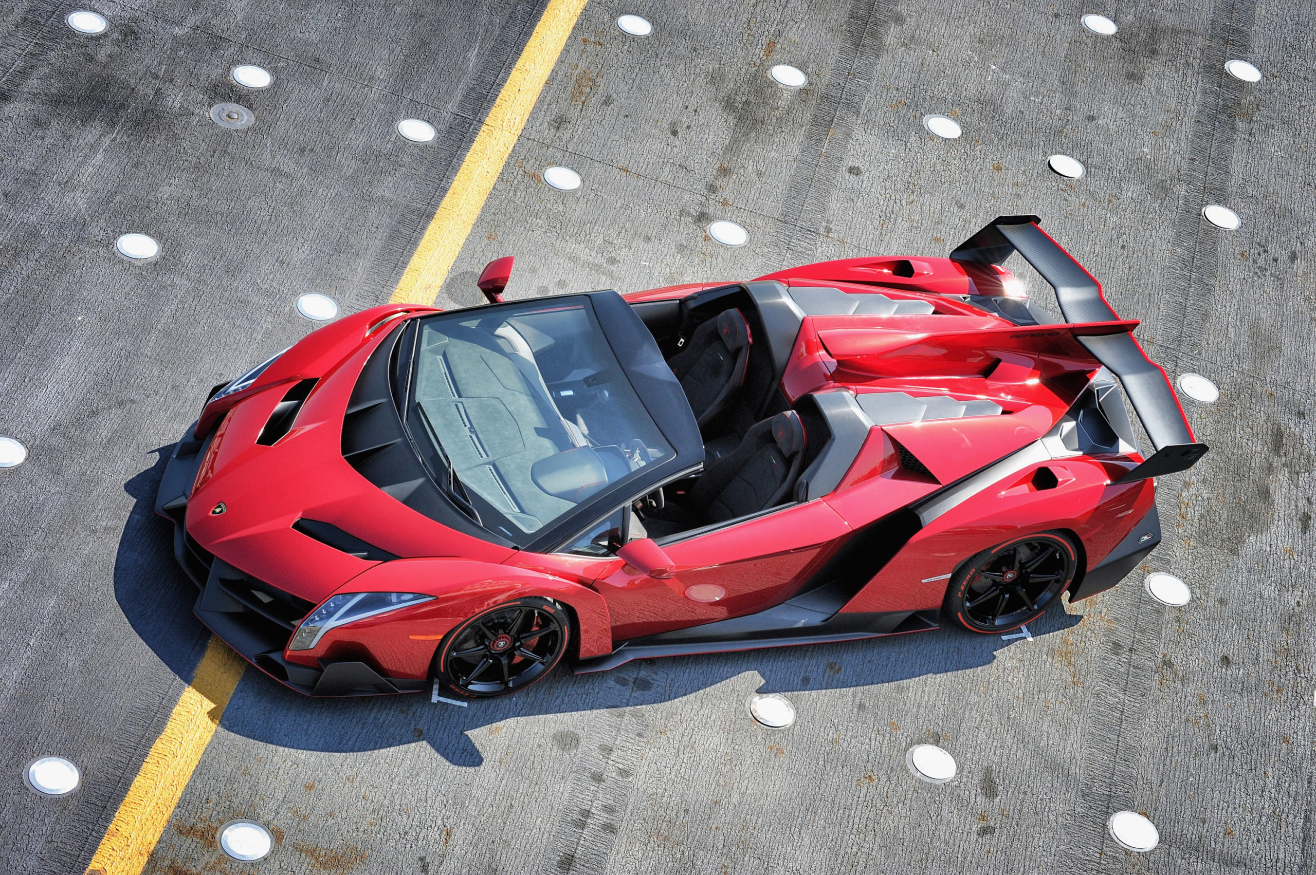 Despite having many technical and style features of a competition car, such as the large rear extractor, the Veneno is, to all intents and purposes, a car approved for road use