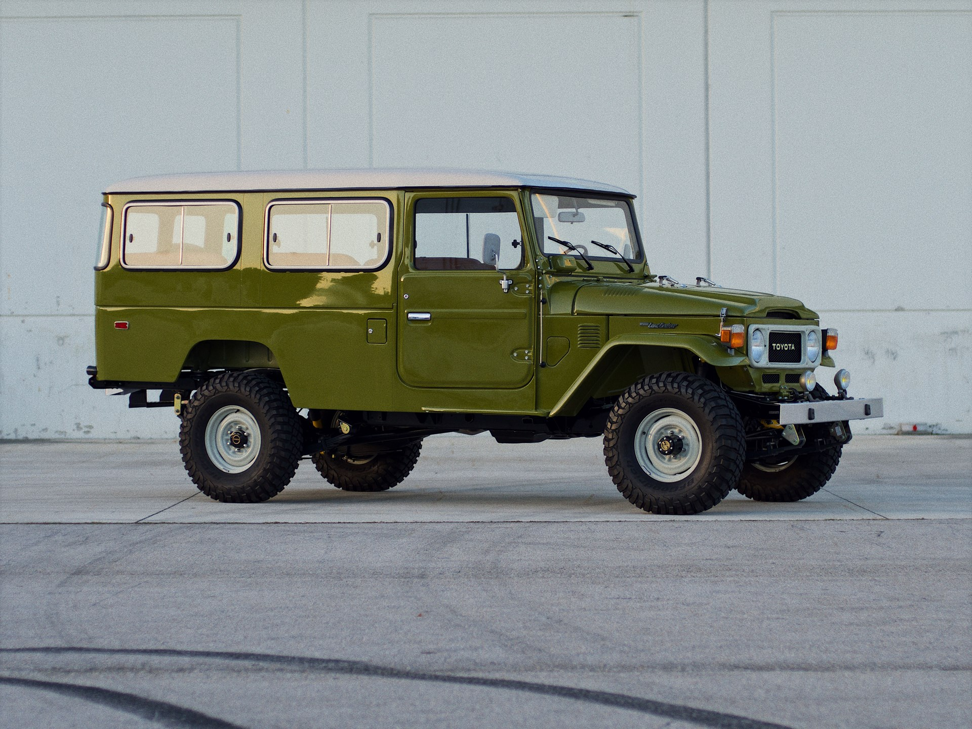 1982 Toyota FJ45 Land Cruiser 'Troopy' sold for $50,600
