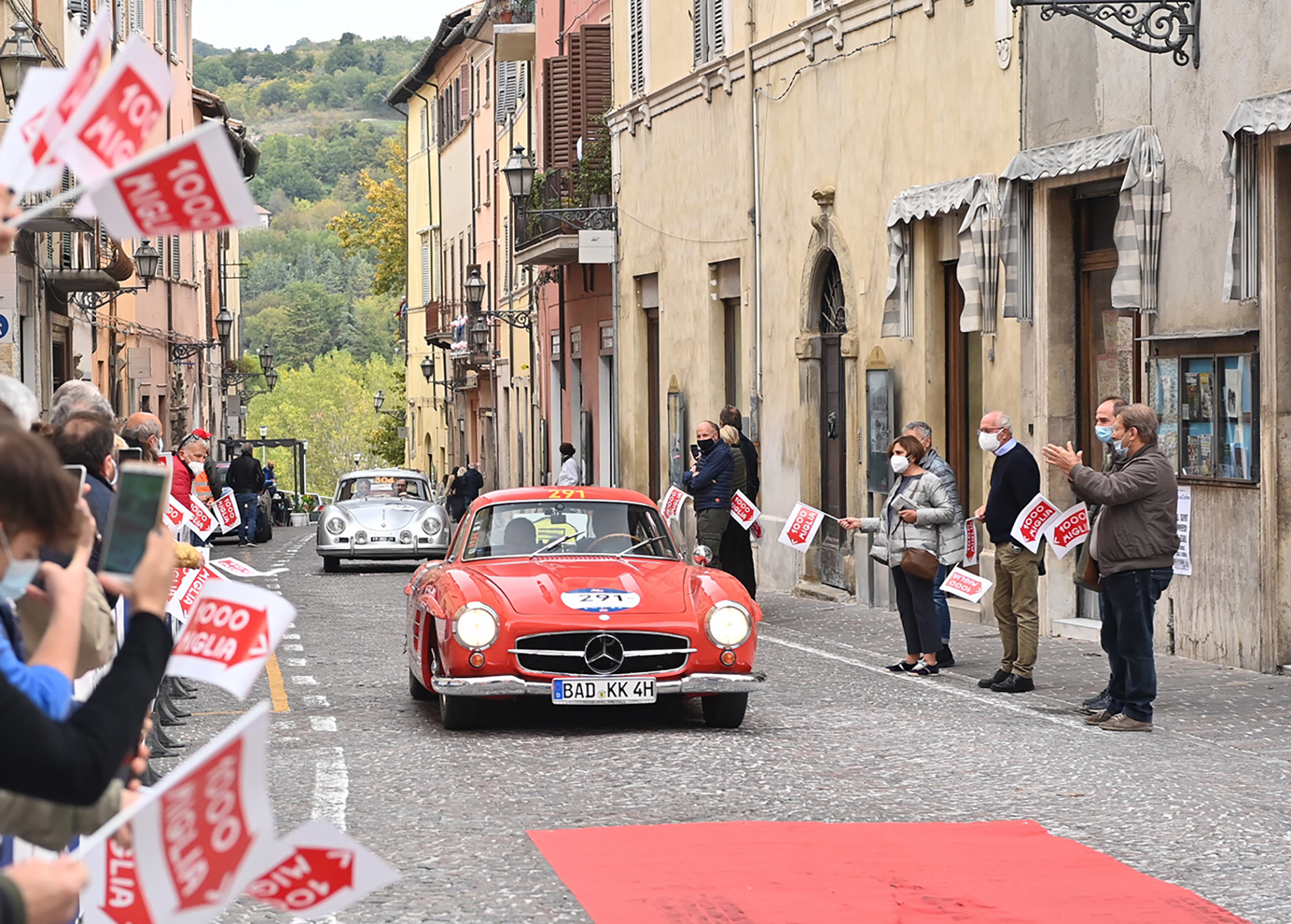 The 1000 Miglia crosses a thousand Italian villages over four days of competitive driving. In each of them, love and a warm welcome