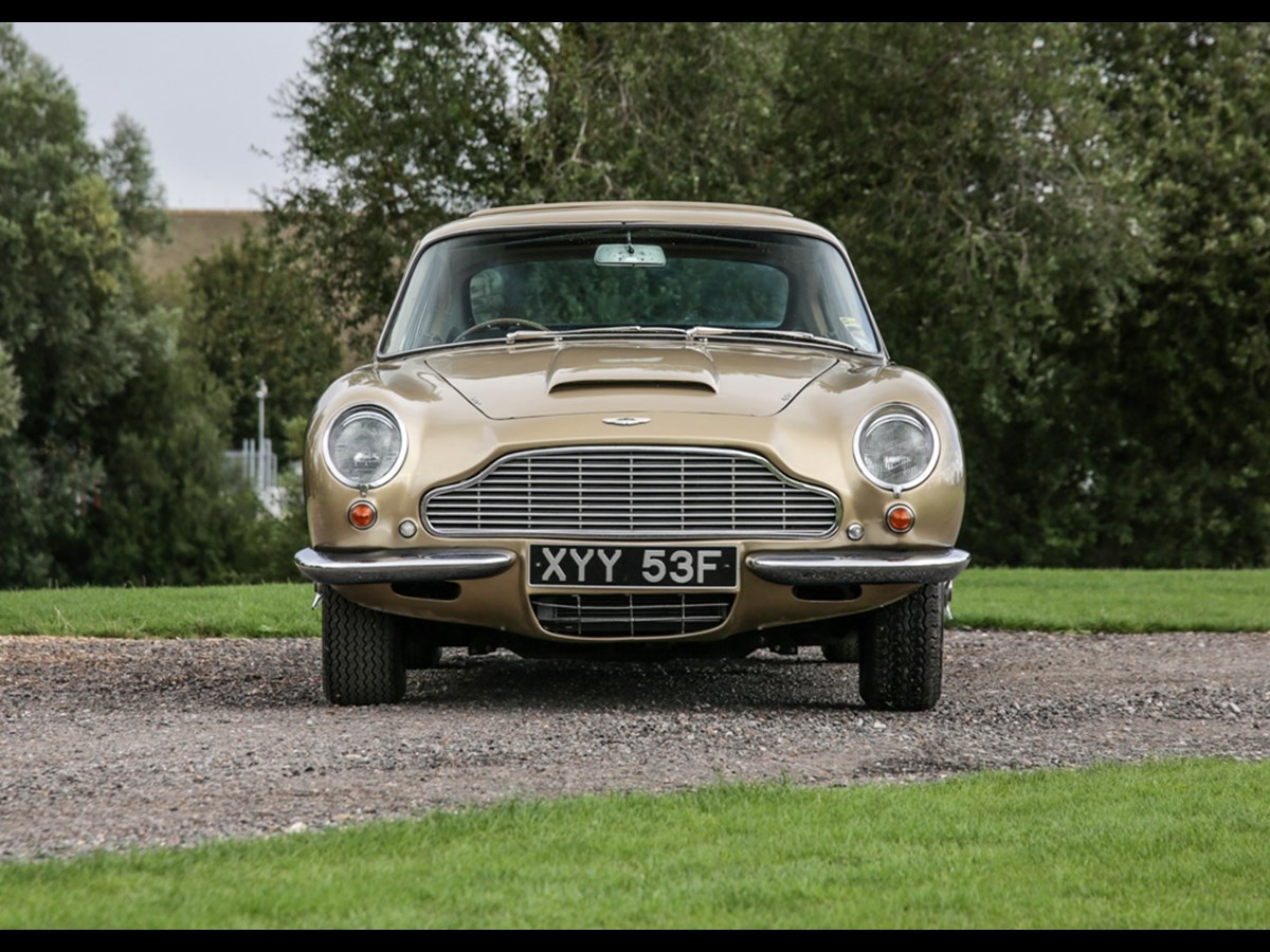 1967 Aston Martin DB6 sold for £220,740