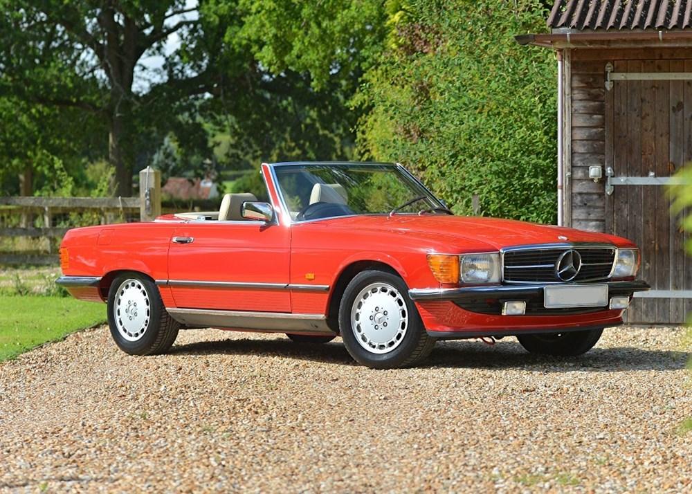 1989 Mercedes-Benz 300 SL Roadster sold for £70,184